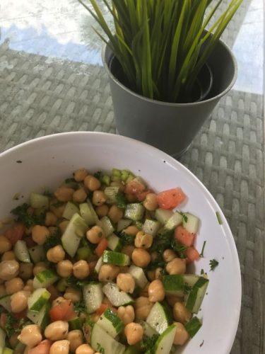 Instrucciones para hacer la ensalada de garbanzos vegana