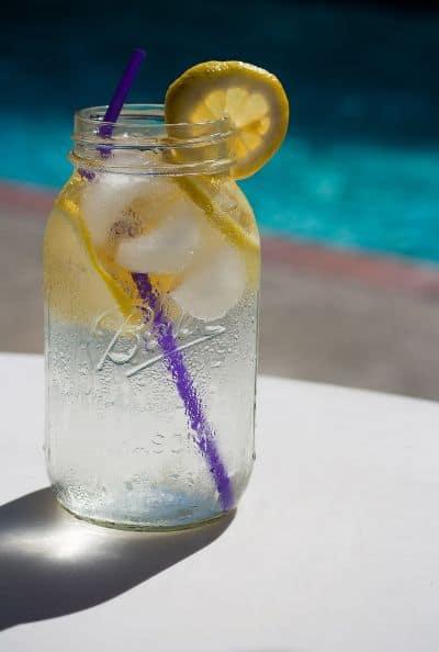 Infusión de agua con limón