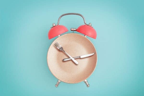 ¿Qué es el ayuno intermitente y ayuda a perder peso?