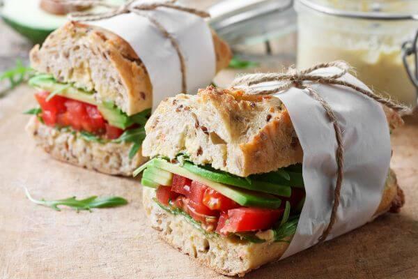 Sandwich prensado para picnic mediterraneo