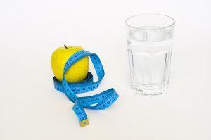 ¿Qué es la dieta del agua y funciona para bajar de peso?