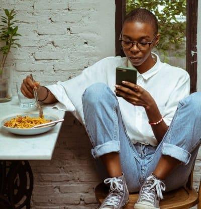 Comer con distracciones