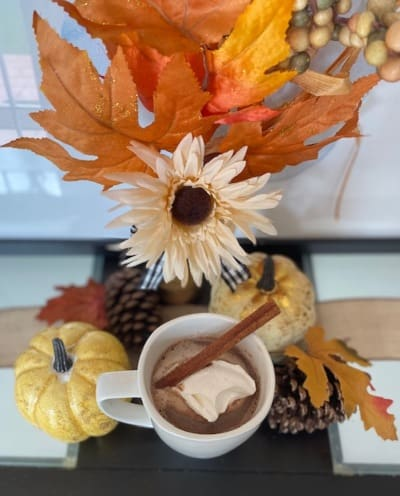 Chocolate caliente con especias de calabaza