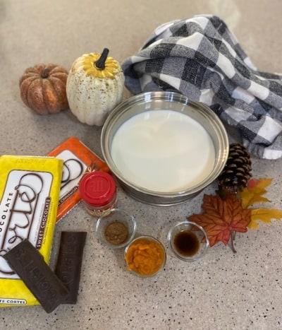 Ingredientes para el chocolate caliente con calabaza