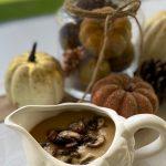 Receta de Salsa Gravy Vegana con Cebollas Caramelizadas y Champiñones